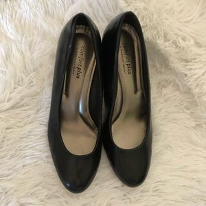 Black short heeled shoes